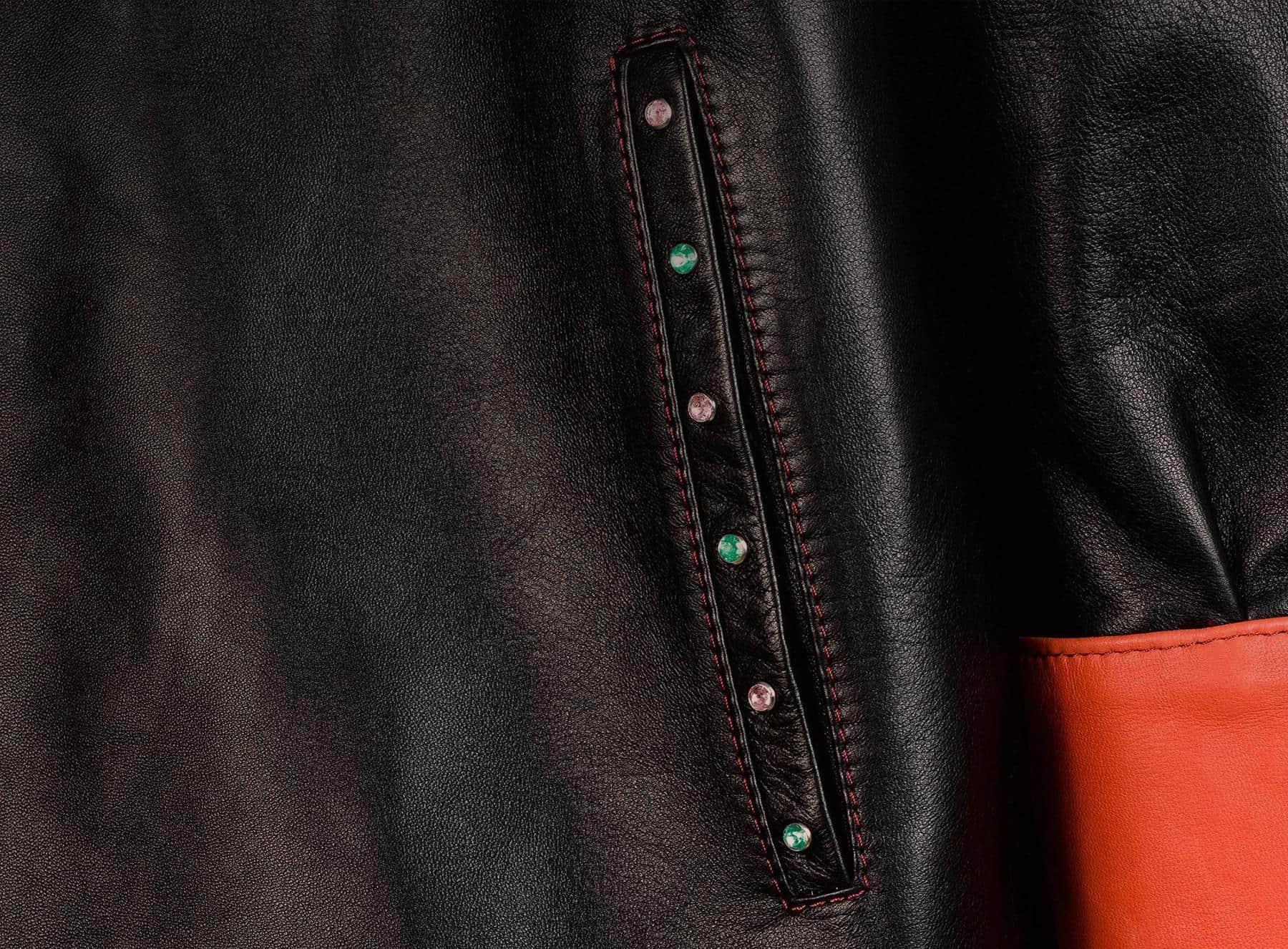 Bolsillo de Chaqueta de Piel Negra con puño naranja